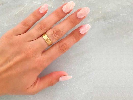 Texturas naturales: nueva tendencia en uñas