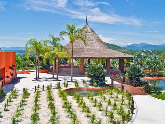 Rojo Azafrán: El jardín de bodas que ¡te conquistará! / Venues de Bodas by Noé Ariza