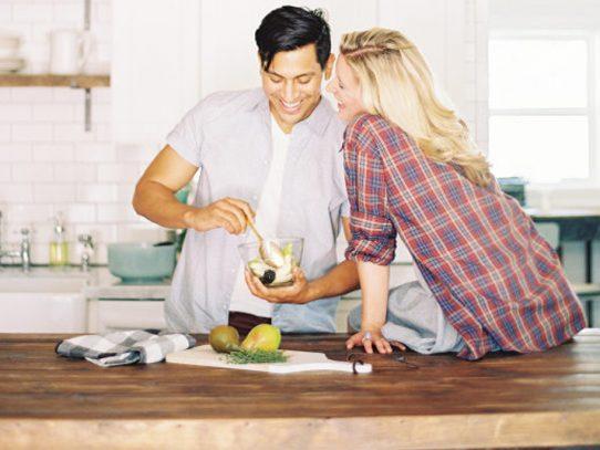 ¿Qué hacen los matrimonios anfitriones?