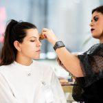 maquillaje durante la experiencia Bridal Make up Party de The Brible